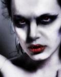 Аватар Девушка-вампир с алыми губами и жутким взгядом