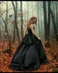 Аватар Рыжеволосая девушка в черном платье в осеннем лесу