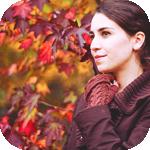 Аватар Девушка на фоне осенних листьев