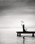 Аватар Девушка на мосту  с зонтами