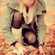 Аватар Девушка собирает листья (© Mary), добавлено: 15.11.2011 01:17