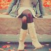 Аватар Девушка сидит на скамье среди осенних листьев
