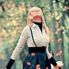 Аватар Девушка смотрит вверх на падающие листья