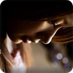 Аватар Девушка грустно опустила голову