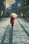 Аватар Девушка с зонтом идет по пустой улице в снегопад