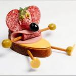 Аватар Бутерброд 'Мышка' из колбасы, оливок и сыра