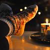Аватар Девушка закинула ноги в теплых носках на стол