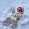 Аватар Ребенок в костюме ангела лежит на снегу