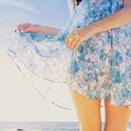 Аватар Девушка в легком голубом платье