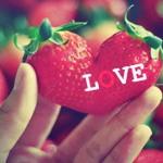 Аватар Клубника в виде сердца с надписью LOVE