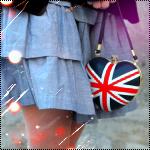 Аватар девушка с сумкой на которой