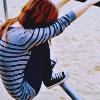 Аватар Девушка сидит на турнике