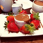 Аватар Клубника с шоколадом на тарелке