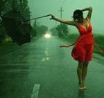 Девушка в красном платье с зонтом