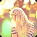 Аватар Девушка-блондинка стоит спиной, среди бликов
