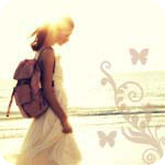 Аватар Девушка с рюкзаком на плече идёт вдоль морского берега