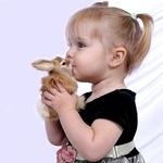 Аватар Девочка с маленьким кроликом