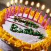 Аватар Торт на котором написано Happy Birthday / С днем рождения с десятью зажженными свечками