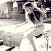Аватар Радостная девушка ведет велосипед