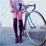 Аватар Девушка стоит около велосипеда