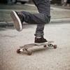 Аватар Парень едет по дороге на скейте