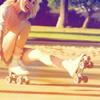 Аватар Смеющаяся девушка в роликах присела на асфальт