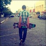 99px.ru аватар Парень идет с скейтом по улице