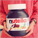 Аватар Девушка держит огромную банку Nutella