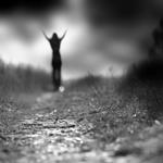 Аватар Девушка идет по дороге,подняв руки вверх