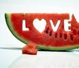 Аватар В арбузе вырезано слово Love / Любовь