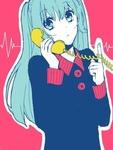 Аватар Вокалоид / Vocaloid Мику Хацунэ / Miku Hatsune разговаривает по телефону