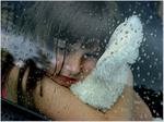 Аватар Грустная девочка обняла белую игрушку, и смотрит на стекло покрытое каплями