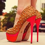 Аватар Ножки в туфлях с шипами на высоком каблуке