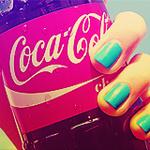 Аватар Девушка держит в руке баночку Кока - Колы / Coca -Cola