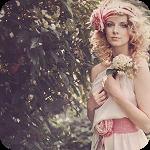 Аватар Девушка с цветком в руках стоит у цветущего куста