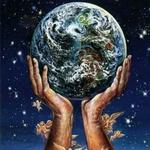Аватар Две огромные руки, на которых сидят ангелы бережно держат спасённую Землю