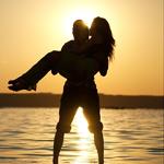 Аватар Силуэты влюбленной парочки на закате солнца