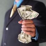 Аватар Мужчина в костюме сжимает в руках купюры