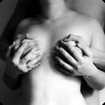 Почему парни трогают у девушки грудь фото 383-739