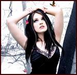 Аватар Готическая девушка с поднятыми над головой руками стоит возле ствола дерева и смотрит на бабочек, летающих над ней