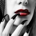 Аватар Девушка поднесла длинные черные ногти к красным губам