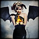 Аватар Девушка в образе вампира-демона держит в руках огонь