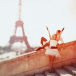 Аватар Девушка и парень на фоне Эйфелевой башни