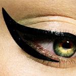 Аватар Глаз девушки с черной подводкой
