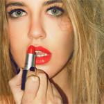 99px.ru аватар Девушка красит губы красной помадой