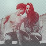 Аватар Девушка и парень сидят на крыше дома