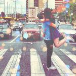 Аватар Девушка и парень целуются на пешеходном переходе