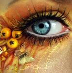 Аватар Голубой глаз с желтым макияжем