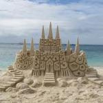 Аватар Песчаный замок на фоне моря и неба с облаками