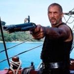 Аватар Пират Дог Браун из фильма Остров Головорезов / Cutthroat Island (1996 год), стоит на палубе корабля, в левой руке держит пистолет, на заднем фоне - море, виден остров